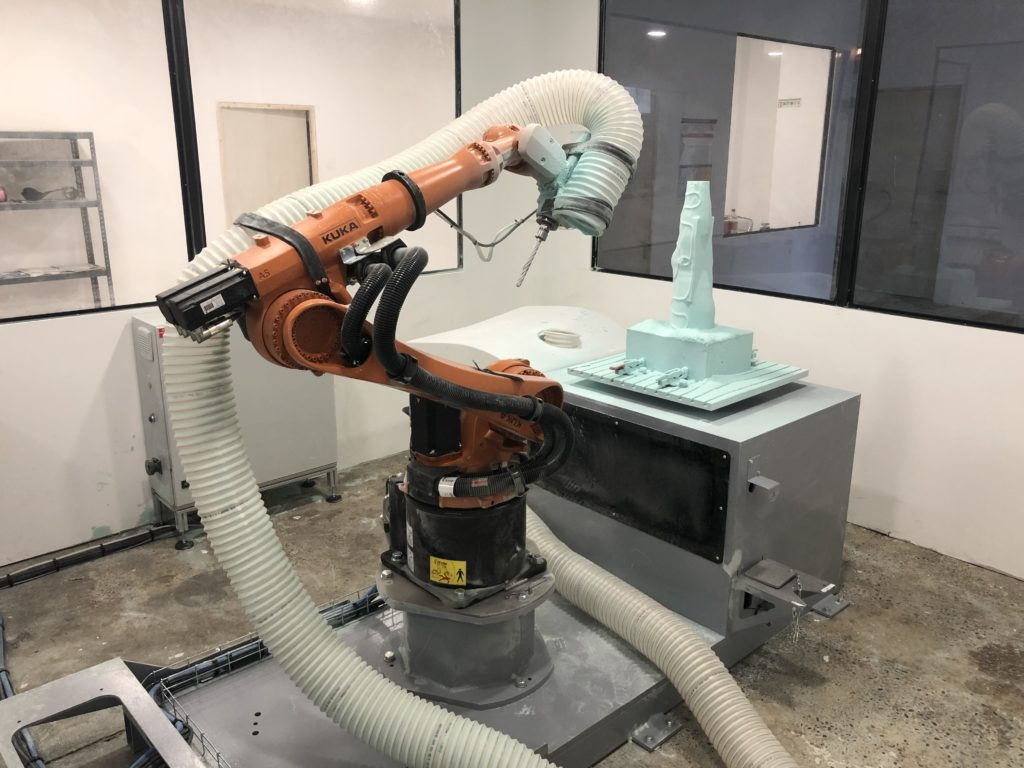 Robotic machining cell with 6 axes robot KUKA